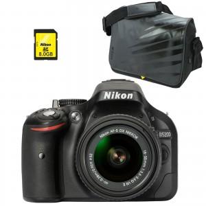 Nikon D5200 + AF-S DX 18-55 VR II + Nikon CF-EU08 + Nikon Carte SDHC 8 Go
